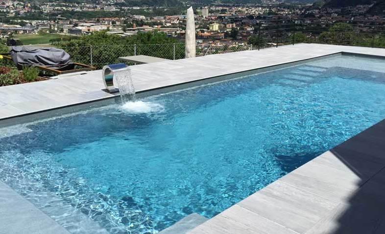 Manutenzione piscina come fare il trattamento dell acqua - Trattamento acqua piscina ...