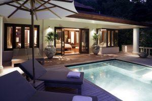 Relax in piscina: ombrelloni