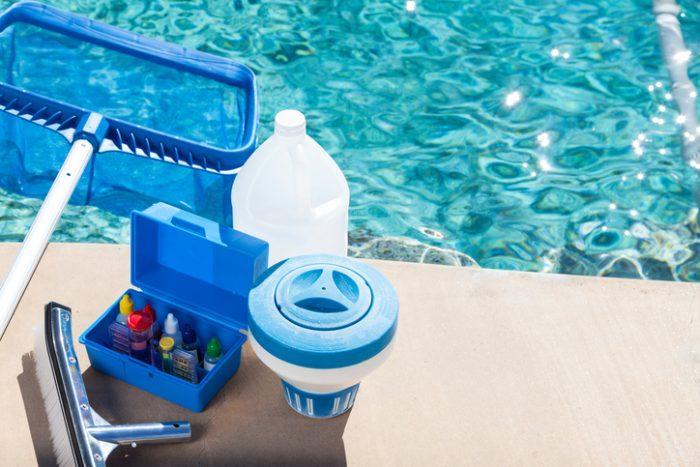 attrezzatura-manutenzione-piscina